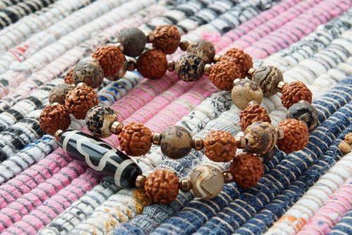 Бусина Дзи «Дерево Бодхи» в двойном браслете из рудракши и агата