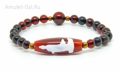 Бусина Дзи «Гуань Инь» в браслете из янтаря