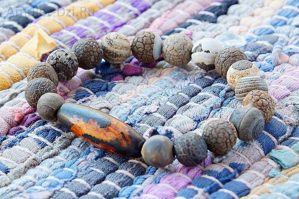 Бусина Дзи «Дракон» в браслете из кракелированного агата