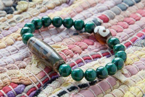 Бусина Дзи 1 глаз «Гора» и «Денежный крючок» в браслете из малахита