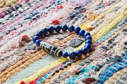 Бусина Дзи «Дерево Бодхи» в браслете из лазурита