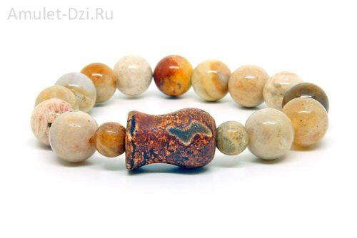 Бусина Дзи «Гаруда» в браслете из коралла