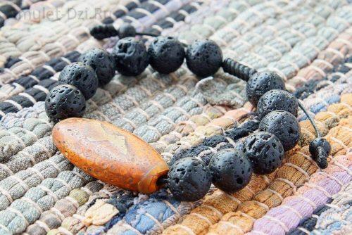 Бусина Дзи «Гаруда» в браслете из лавы