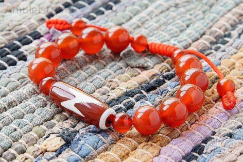 Бусина Дзи «Гаруда» в браслете из сердолика