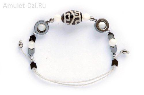 Бусина Дзи «Сердце долголетия» в мини-браслете с перламутром и гематитом