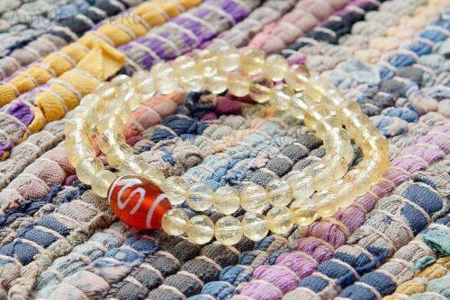 Бусина Дзи «Денежный крючок» в браслете из цитрина