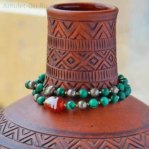 Бусина Дзи «Гуань Инь» в браслете из малахита и пирита