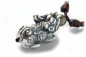 Бусина Пи Яо серебряная в виде кулона с пиритом