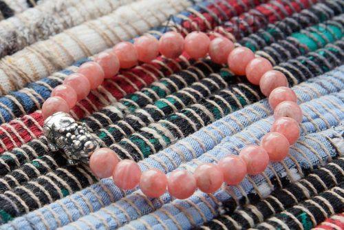 Бусина Пи Яо серебряная в браслете из родохрозита